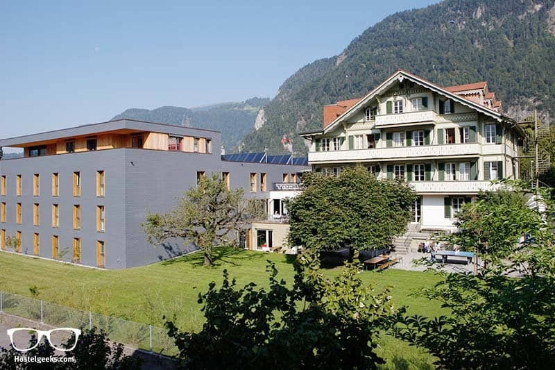 New and modern combined with traditional: The building of Backpackers Villa Sonnenhof in Interlaken